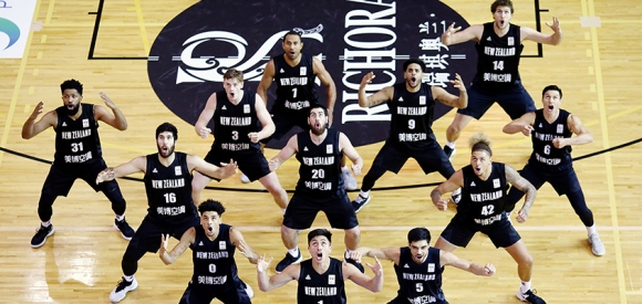 aid1037608Tall Blacks haka web v lebanon